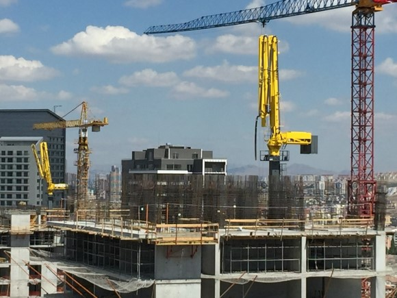 hydraulic concrete distributors with climbing mast 1