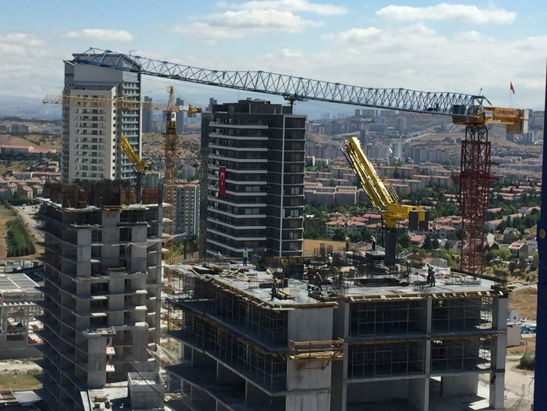 hydraulic concrete distributors with climbing mast 3